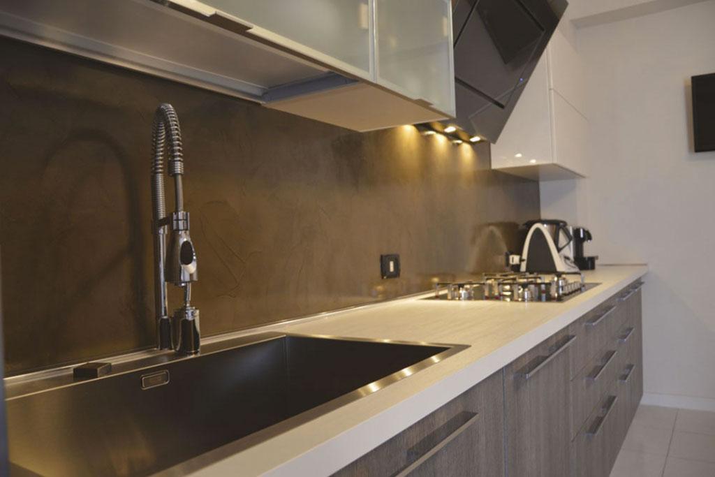 Ristrutturazioni pareti e pavimento con microcementoragusa for Micro piano casa compatto